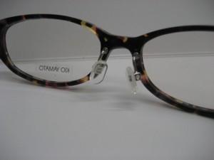 メガネの改造~金属の鼻あてをとりつける~写真