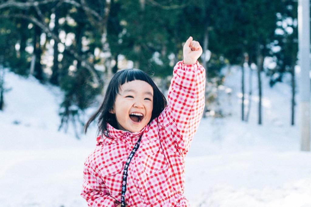 雪景色と女の子(笑顔)